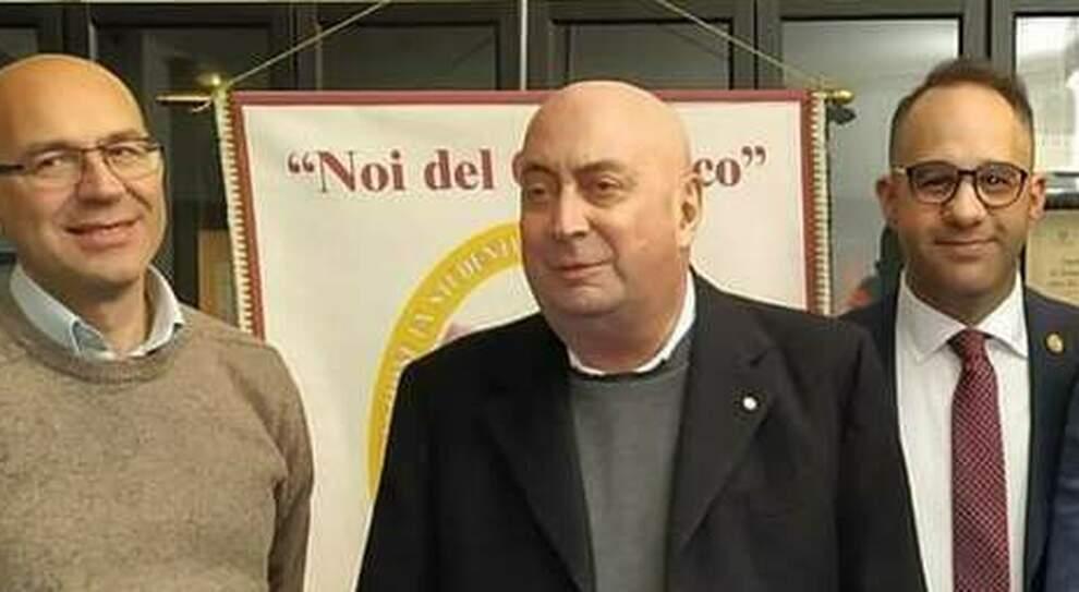 Il notaio Giuseppe Tragnone, al centro