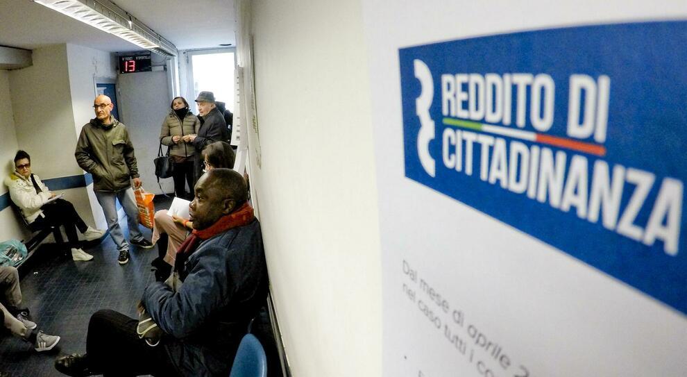 Reddito cittadinanza, flop lavori socialmente utili: lavora uno su 200. I Comuni: inutili
