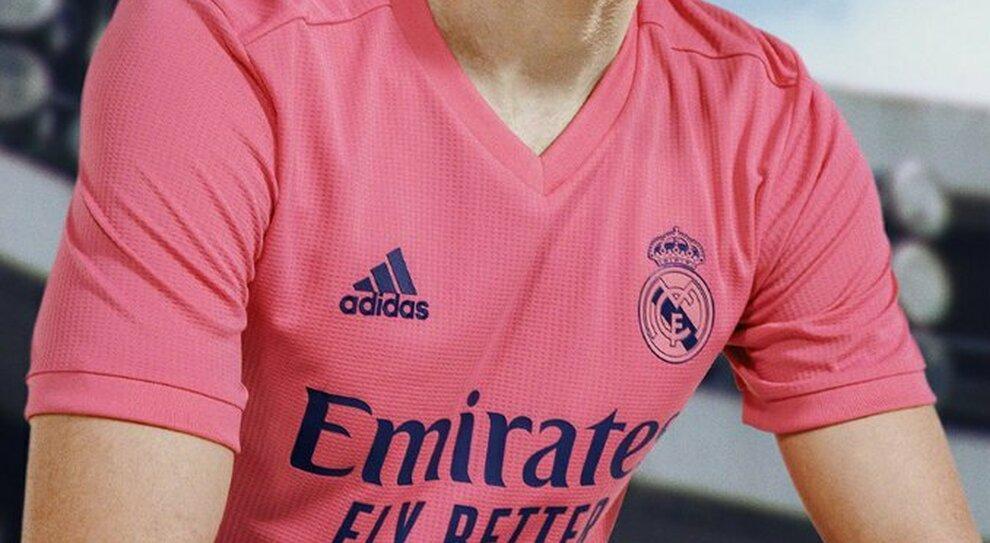 Real Madrid, svelate le nuove maglie, la seconda è rosa shocking