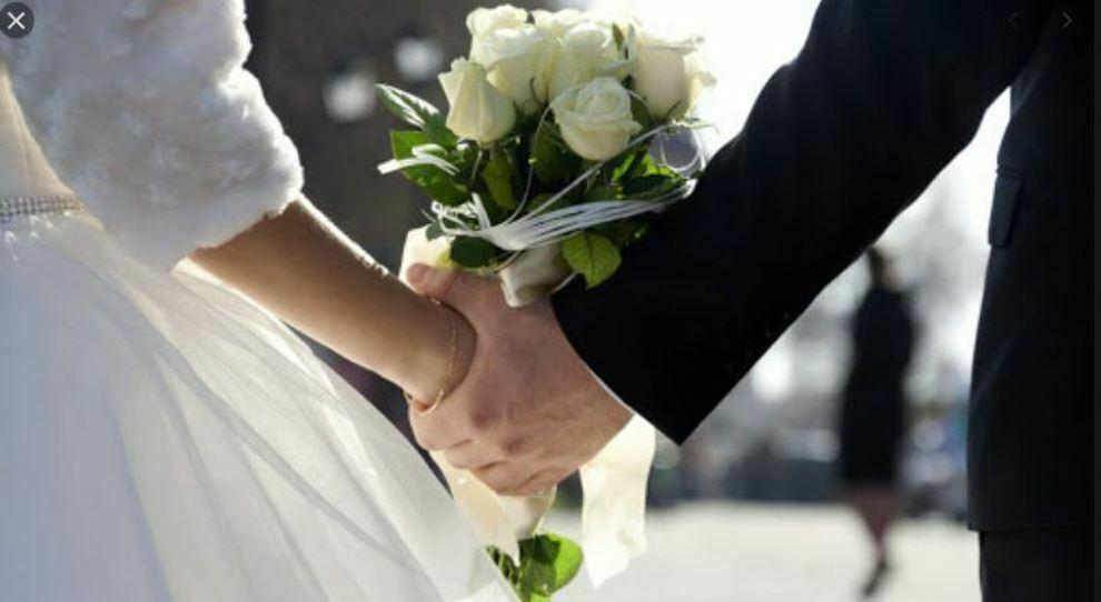 Serenata con rissa prima del matrimonio: ubriaco il padre della sposa, arrestato il testimone