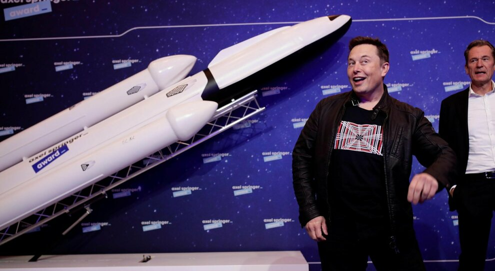 Elon Musk: «Ho l'Asperger, non potevo essere normale». Show al Saturday Night
