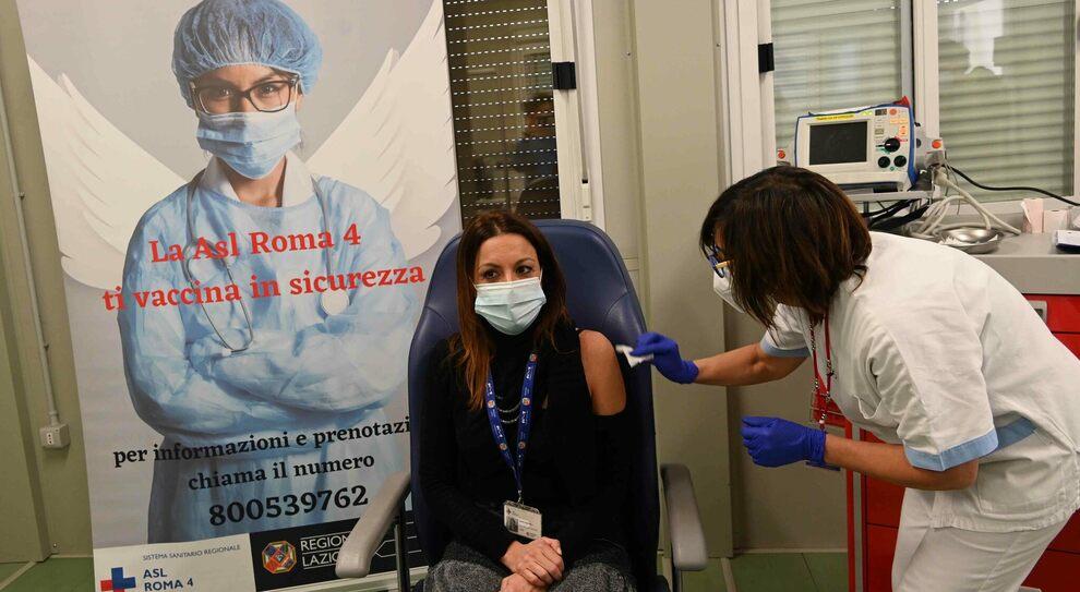 Vaccinazioni tempo reale, più dosi al Nord che al Centro-Sud. Bolzano e Piemonte in testa, Umbria e Abruzzo in coda