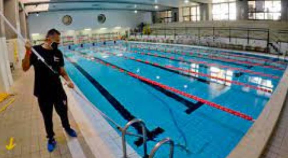 Riaperture, piscine a numero chiuso: vietato fare la doccia. Nelle fiere tamponi agli standisti