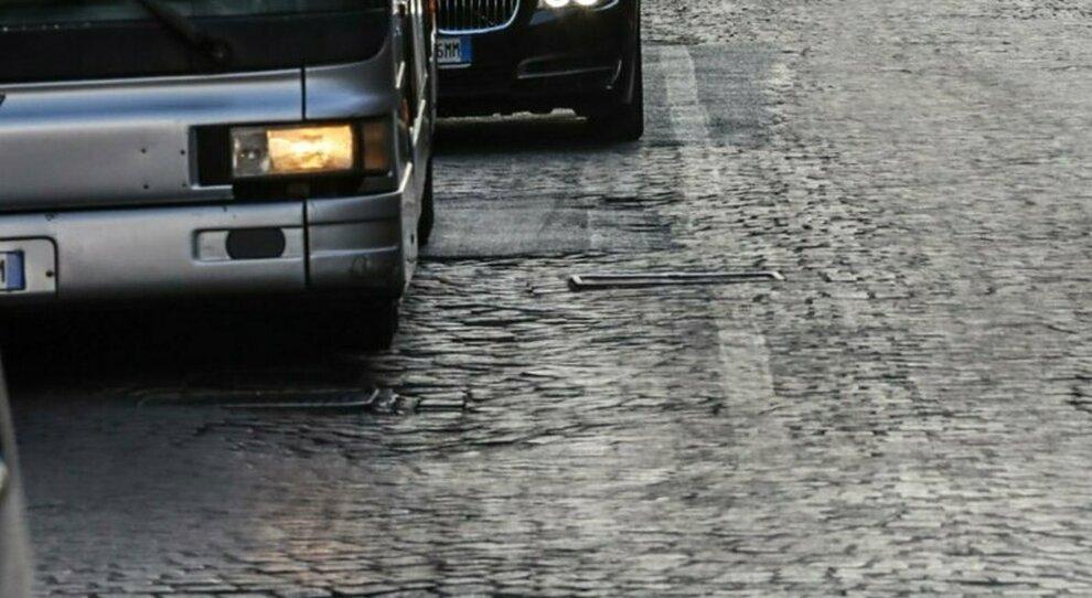 Roma, parte la rivoluzione sampietrini: addio a viale Aventino, arrivano in via del Corso