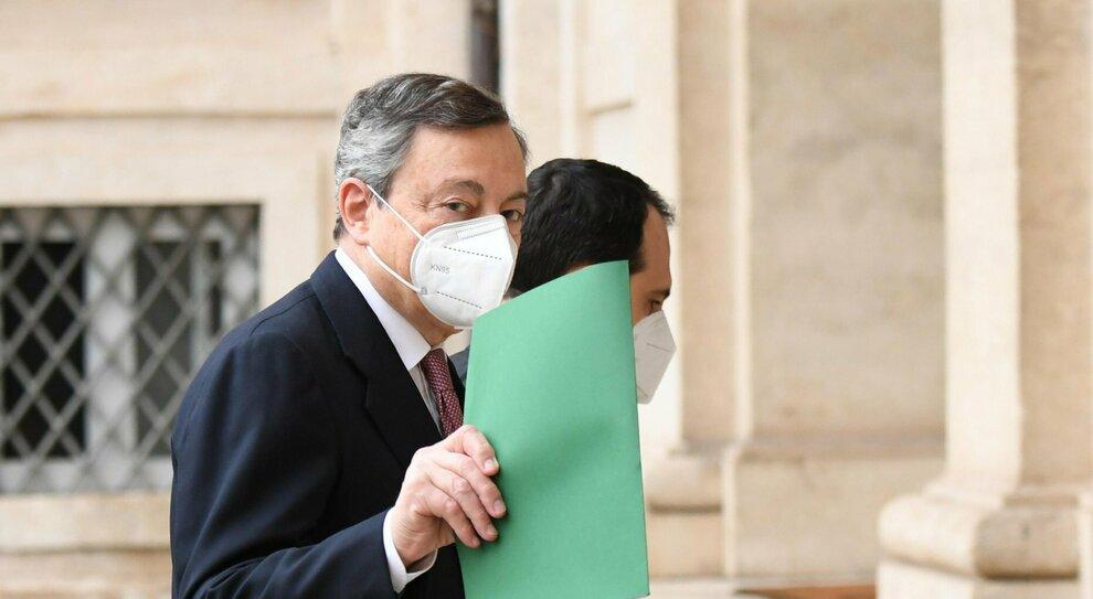 Covid, Draghi sceglie la linea dura. E ai virologi: parlate meno