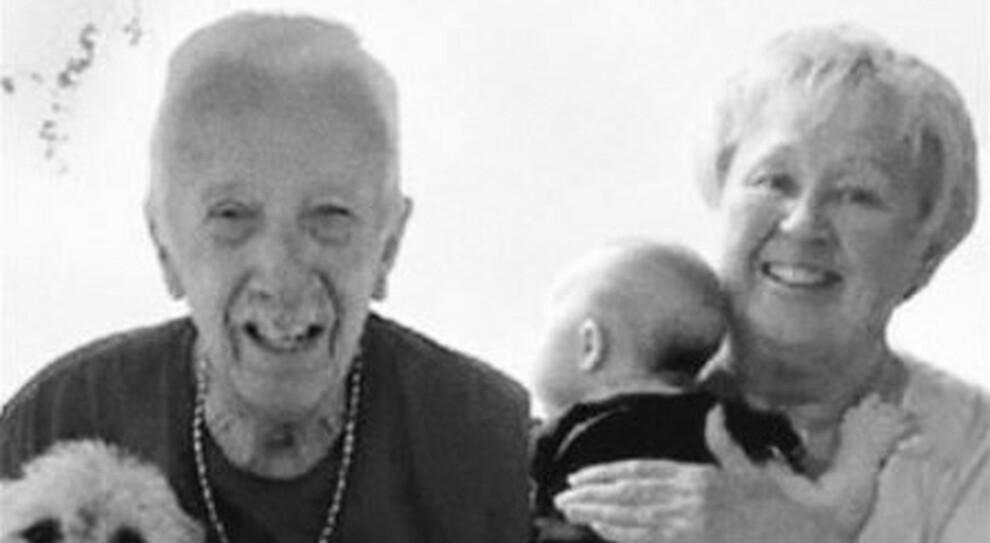 Covid, sposati da 47 anni muoiono nello stesso giorno: «Non potevano stare uno senza l'altro»