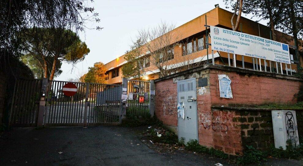 Roma, studente suicida, la preside: «Quel docente inadatto a insegnare ma non potevo rimuoverlo»