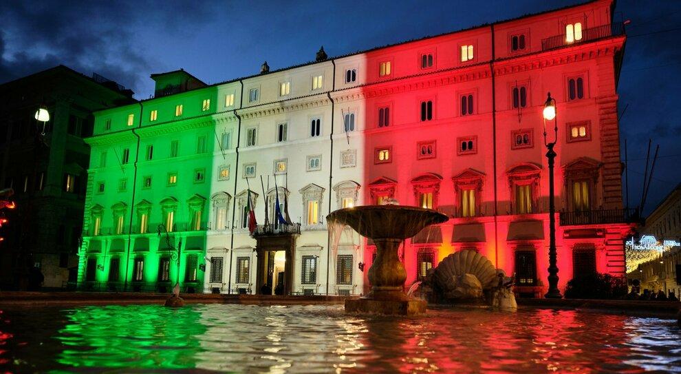 Palazzo Chigi, no dei dipendenti al super aumento dello stipendio: l'offerta di 125 euro in più al mese non basta
