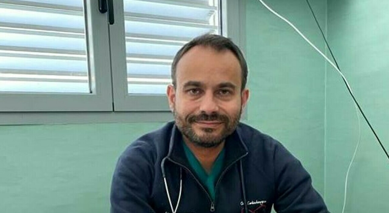 Il cardiochirurgo Massimiliano Foschi. Chieti, 70enne colpito da infarto: per caso passa un medico e lo salva