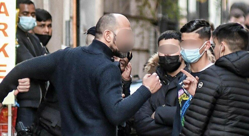 Roma verso il lockdown da zona rossa: ultimi assembramenti, risse e mascherine calate