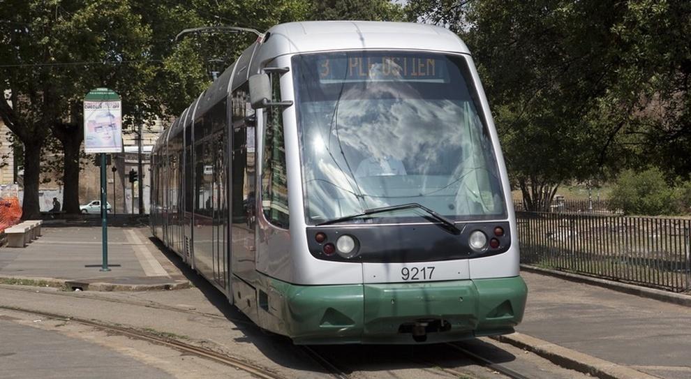 Roma, binari usurati del tram, esposto dei residenti a Trastevere: «Ora il Comune finanzi Atac»