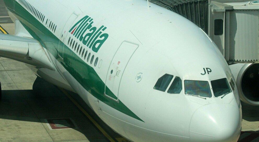 Alitalia, il marchio sarà battuto all asta. In vendita anche gli slot e il programma MilleMiglia