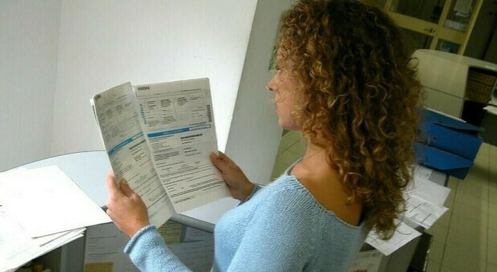 Fisco, rottamazione cartelle: stop fino al 31 aprile, poi un mese per pagare. La guida completa