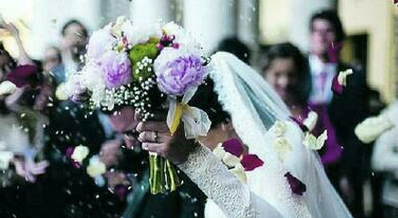 Ritornano le feste di nozze ma senza balli e bouquet: corsa a sposarsi dopo lo stop