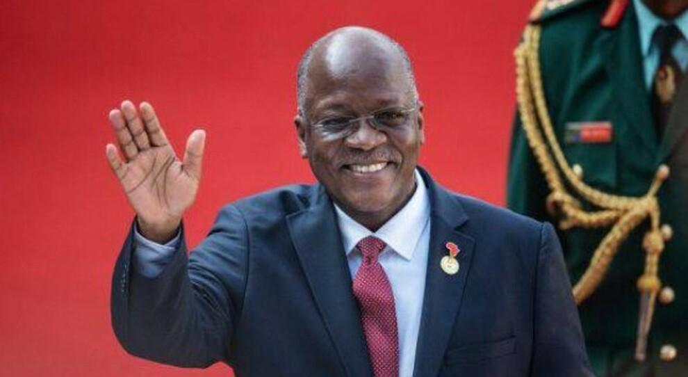 «Terapia del vapore, erbe e niente mascherine». Il presidente della Tanzania Magufuli muore contagiato