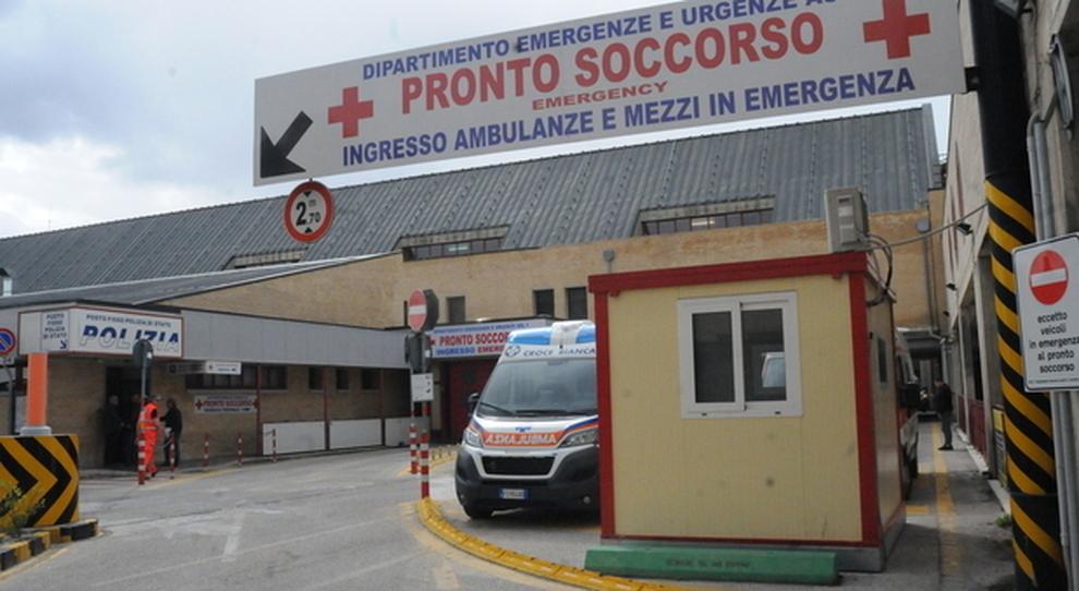 L'Aquila, anziana derubata in ospedale muore per lo choc, arrestata infermiera del reparto Covid