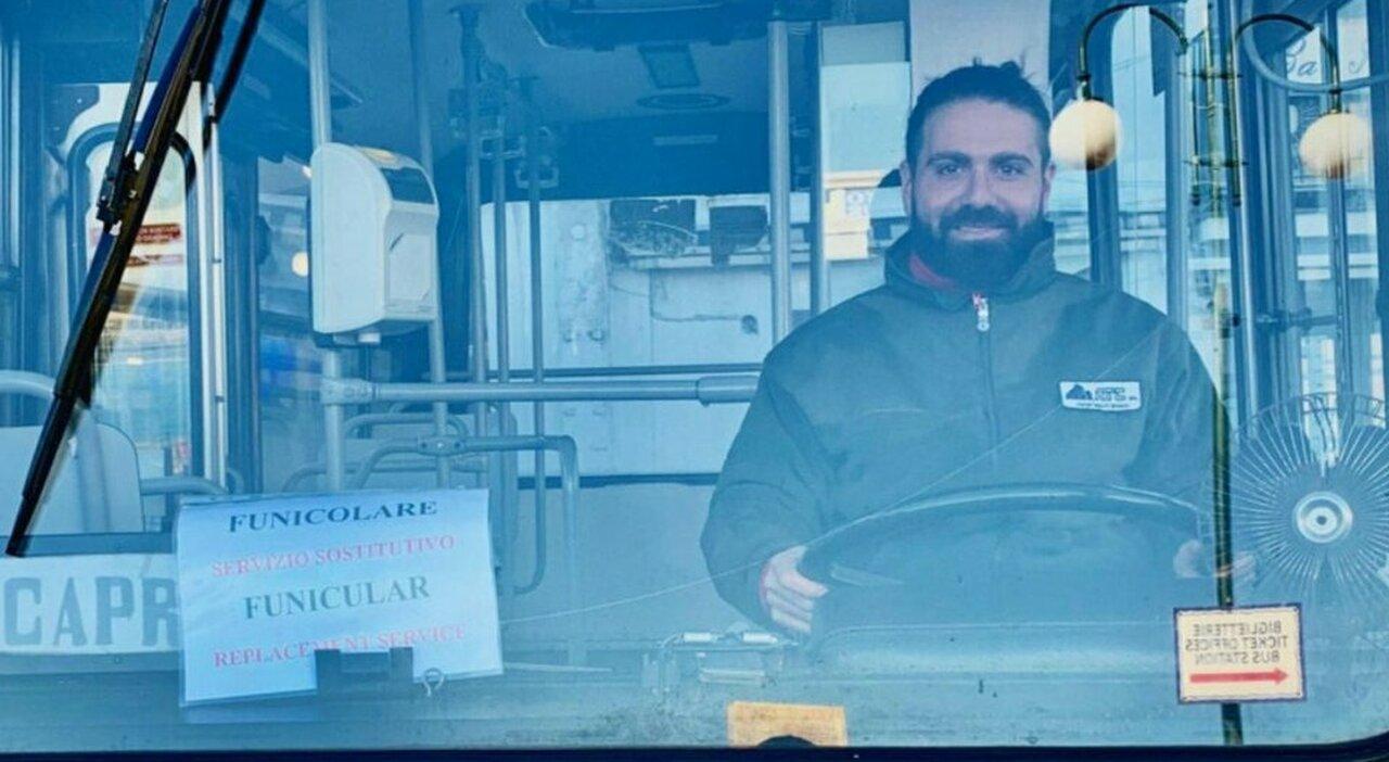 Bus precipitato a Capri, un passeggero: «Ruota fuori uso, l'autista è morto per salvarci»