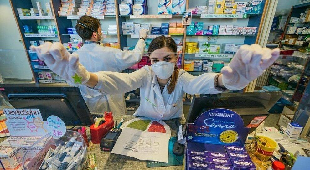 Vaccini, a Roma e nel Lazio in farmacia dal 20 aprile: si parte con chi ha dai 55 ai 60 anni (con Johnson&Johnson). La guida