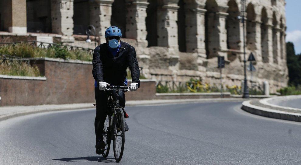 Caccia a bici e monopattini anche a Roma