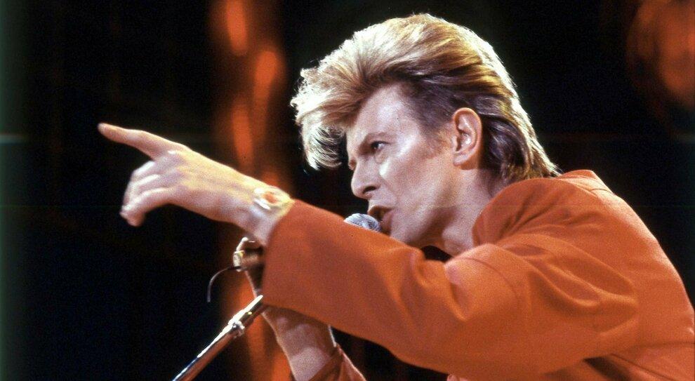 David Bowie, 5 anni fa la morte: il genio della lampada che cambiò tutto rimanendo se stesso