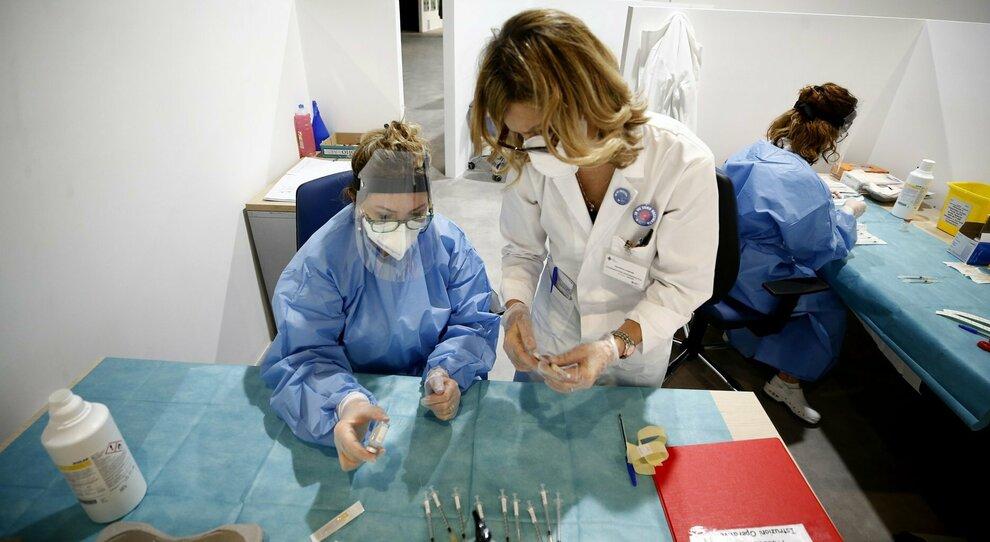 Vaccino, Ue: ok più veloci e siti produttivi anche in Italia