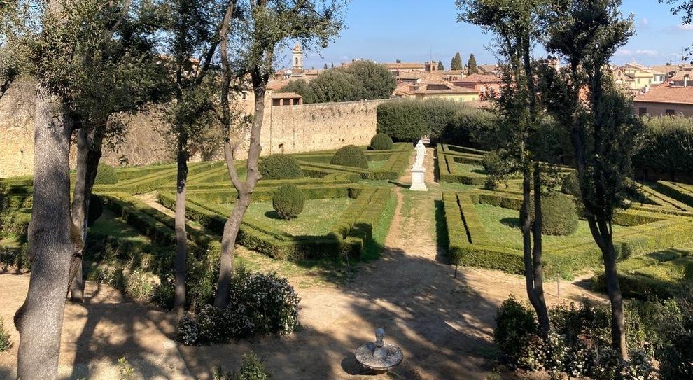 Val d'Orcia, siepi, statue e torri: riaprono gli Horti Leonini, parco dell'amico di Michelangelo