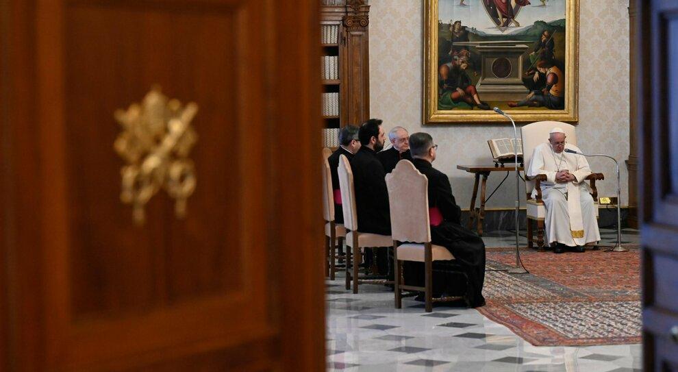 Vaticano, Papa Francesco impone il tetto di 40 euro ai regali: giro di vite anti-corruzione
