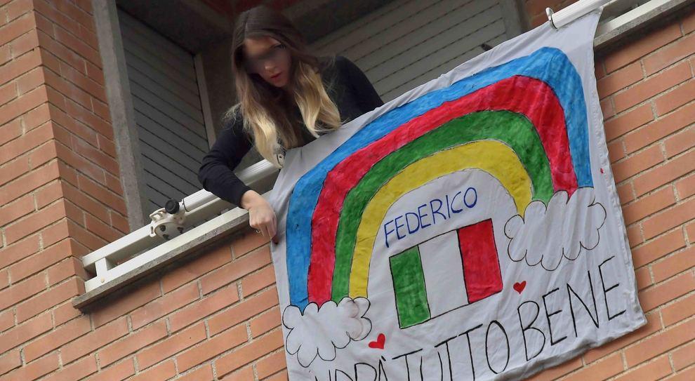 """Anche a Civitavecchia gli striscioni dei bambini con su scritto: """"Andrà tutto bene"""" (Foto Luciano Giobbi"""