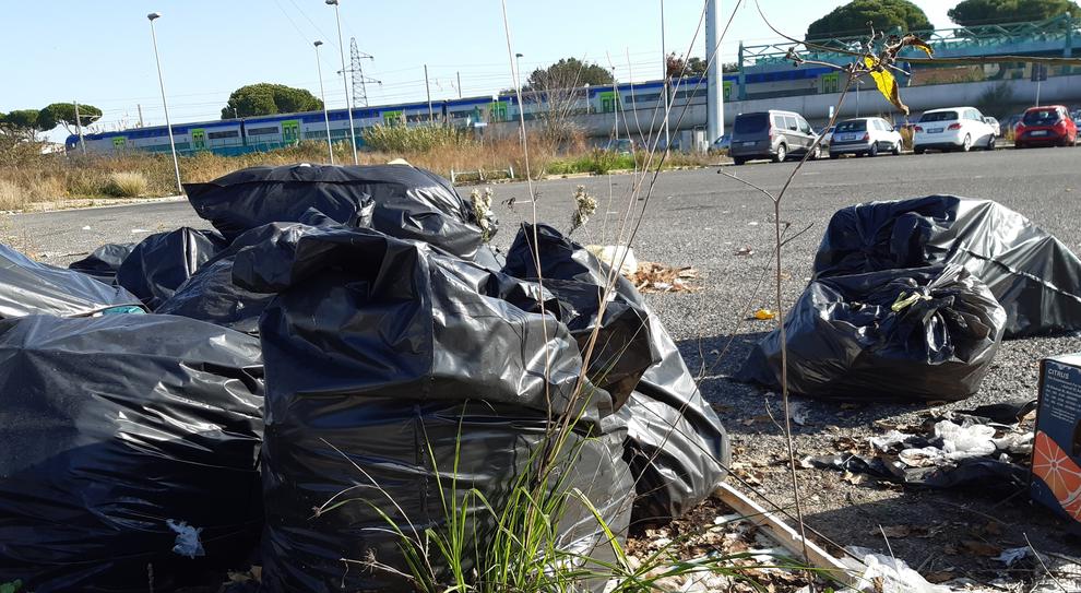 Degrado Roma, stazione Ottavia da incubo tra topi, rifiuti e vandali