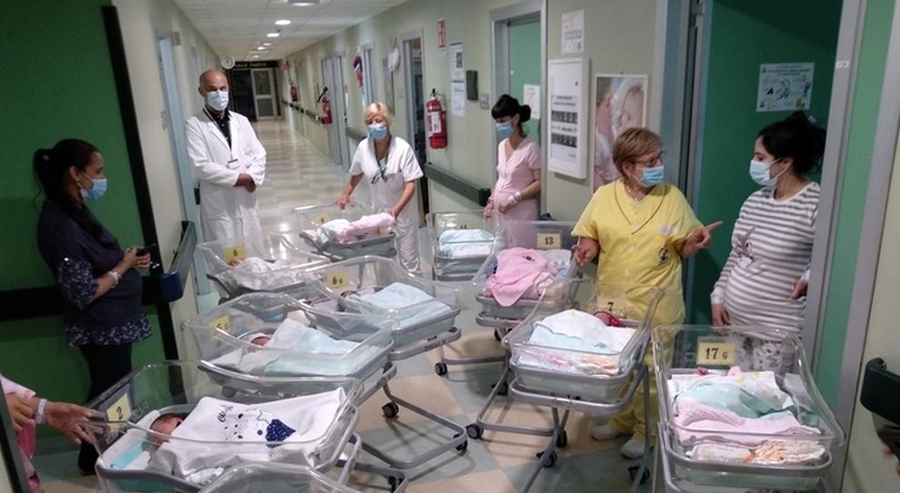 Covid, più morti e meno nascite: divario record per il virus