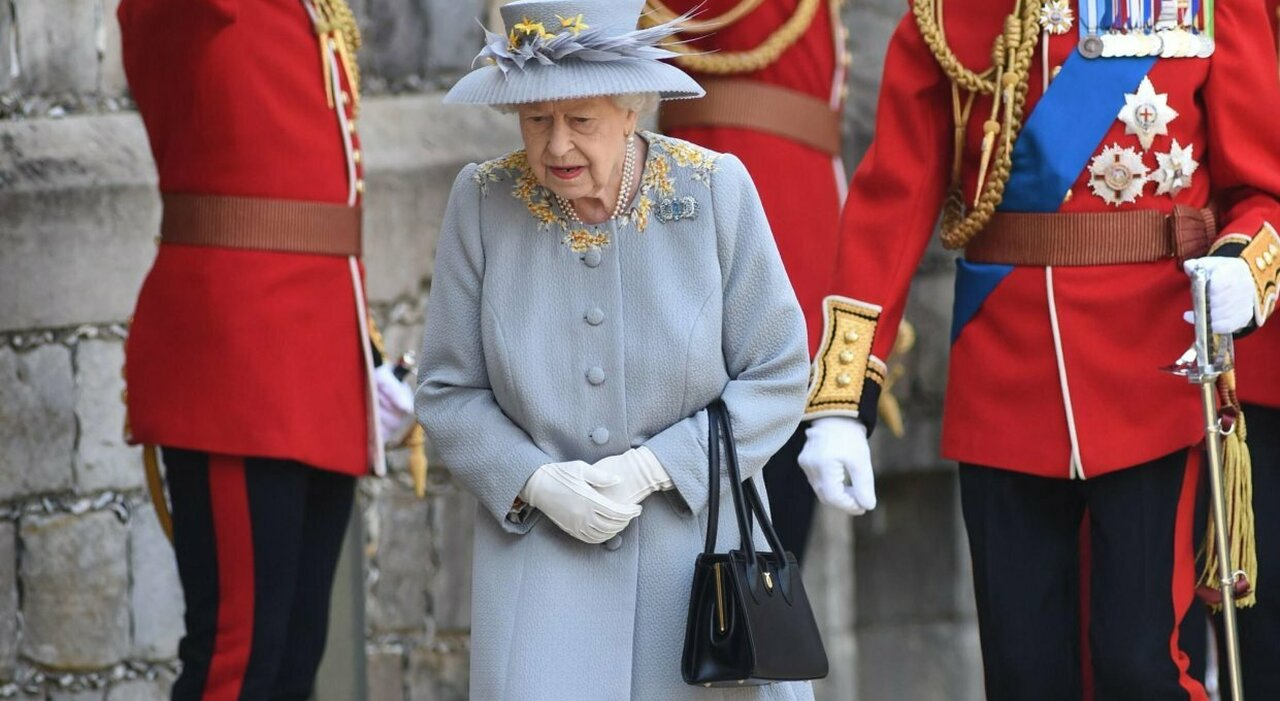 "La regina Elisabetta ordina ai suoi funzionari di rispondere a ogni ""bugia"" di Meghan e Harry"