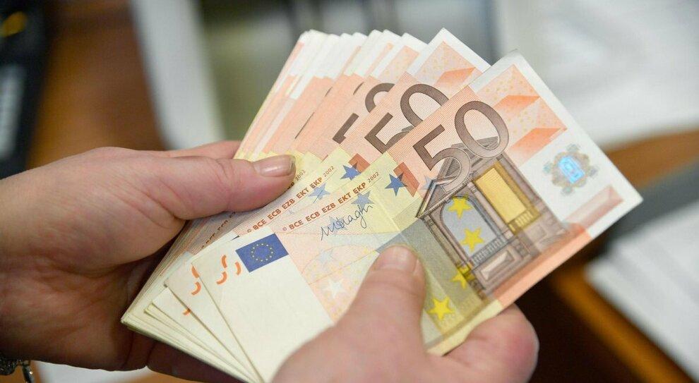 Reddito emergenza, proroga fino a settembre nel decreto Sostegni Bis: a chi spetta e come funziona l'assegno fino a 800 euro
