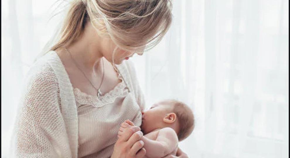 Covid, sì all allattamento da madre positiva
