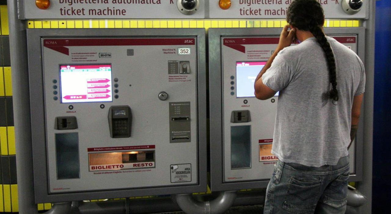 Atac, il biglietto via sms: «Ma costa 20 cent in più». La novità dal 5 luglio: con un messaggio si otterrà un ticket valido una sola volta