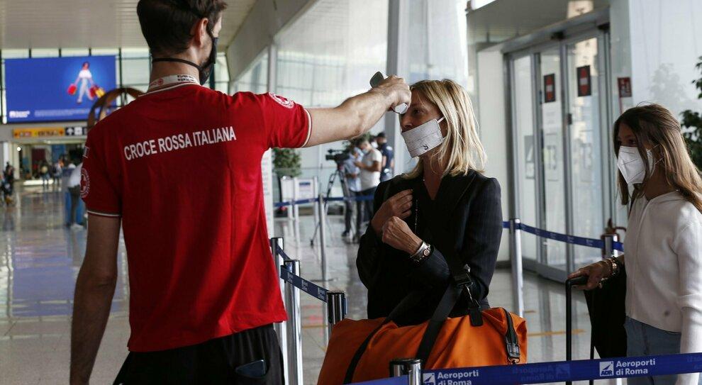 Ferie all estero, ipotesi quarantena per i rientri da Spagna, Croazia, Grecia e Malta