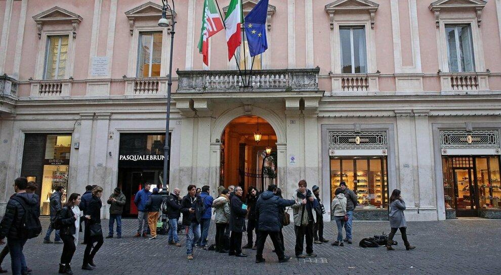 Forza Italia, gli eletti non pagano le quote: rischio sfratto per la sede romana di San Lorenzo in Lucina