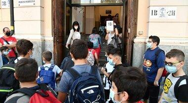 Puglia chiude le scuole. Emiliano: «Aumento contagi è coinciso con ritorno in classe, entro fine novembre ne avremo 2.500 al giorno»