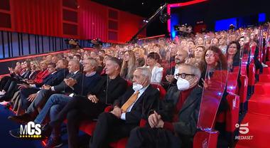 Maurizio Costanzo Show, è polemica per il teatro pieno. E lui spiega: «Pago io il sierologico a tutti»