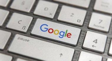 """Google festeggia 23 anni: perché c'è il tasto """"Mi sento fortunato""""? Tutte le curiosità"""