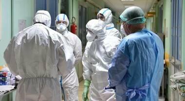 Covid, torna l'incubo contagi per medici e infermieri: 5.032 positivi in 2 mesi