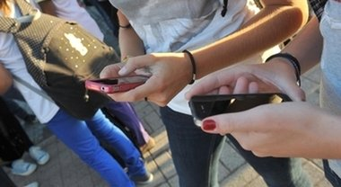 Smartphone, microfono sempre acceso? Il Garante: «Attenzione, dati rubati dalle app»