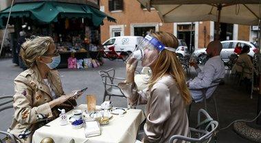 Roma, distanze e zone Unesco per i bar: ecco il modulo per ampliare spazio fra i tavolini