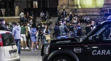 Movida senza regole a Roma, niente alcol dopo le 23 contro la ressa in piazza