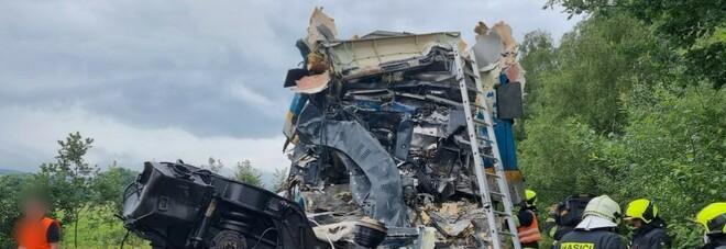 Scontro fra treni in Repubblica Ceca, due morti e decine di feriti