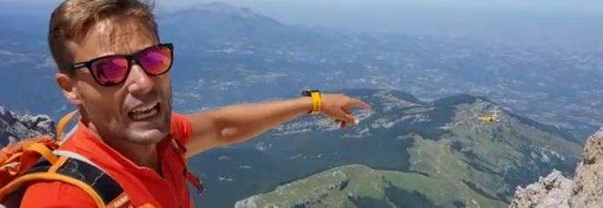 Gran Sasso, escursionista romano cade e si ferisce: spettacolare soccorso VIDEO