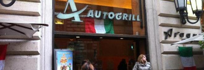 Via del Corso, chiude Autogrill I dipendenti: «Assurdo, licenziati via fax»