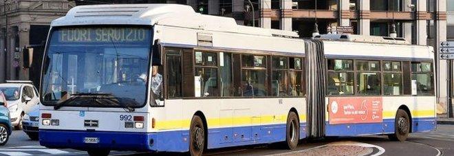 Un bus a Torino (ansa)