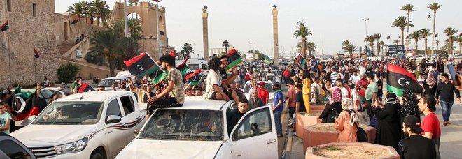 Libia, trovati 106 cadaveri nell'ospedale di Tarhuna, il governo: «Uccisi da milizie di Haftar»