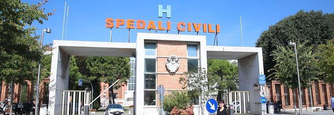 Neonato morto a Brescia, 6 ancora in ospedale. Il primario: «Siamo alla ricerca del focolaio»