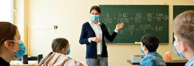 Scuola, il Miur: «Con sintimo studente torna a casa. Alunni affidati a sistema sanitario? Fake news»